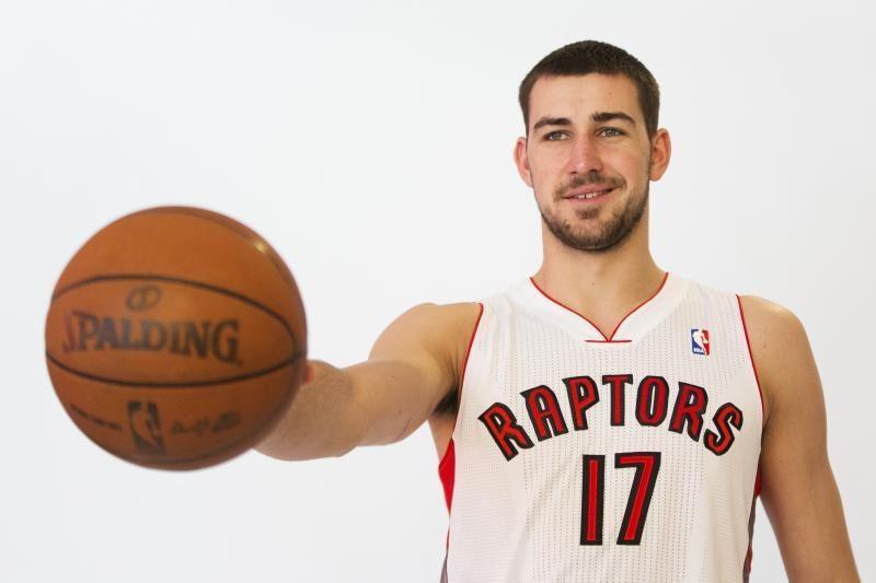 """Nesėkmės tęsiasi: """"Raptors"""" suklupo, J. Valančiūnas pelnė 3 taškus"""