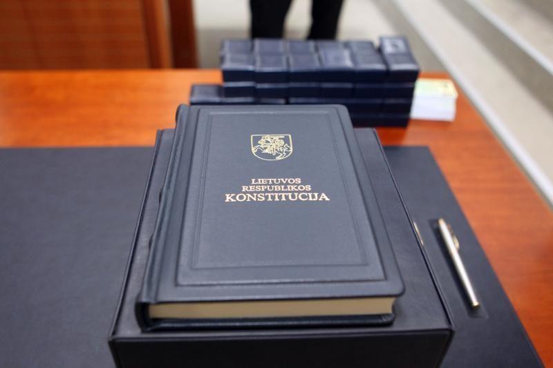 Konstitucijos egzamino dalyviai džiaugėsi nesunkiais klausimais
