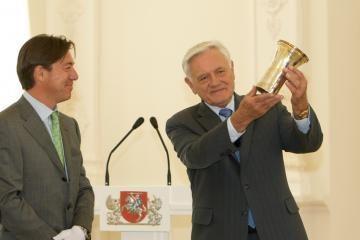 Lietuvai padovanota itin reta ir brangi taurė