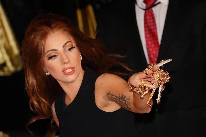 Žinoma atlikėja Lady Gaga linksminasi ir sveikdama