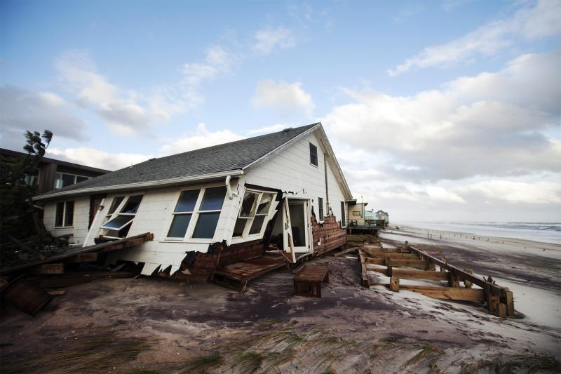 """Po uragano """"Sandy"""" niujorkiečiai išmaniuosius krovė malkomis"""