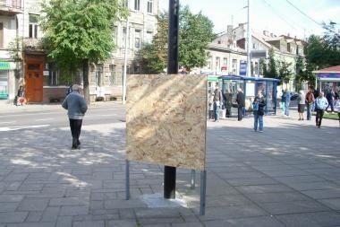 Mieste pasirodė politinės reklamos stendai