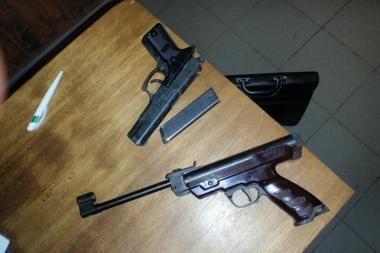 Kalvarijų turgavietėje prekiauta ginklais
