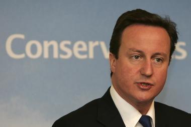 Britų premjeras D.Cameronas kritikuojamas dėl pajuokavimo apie nykštukus