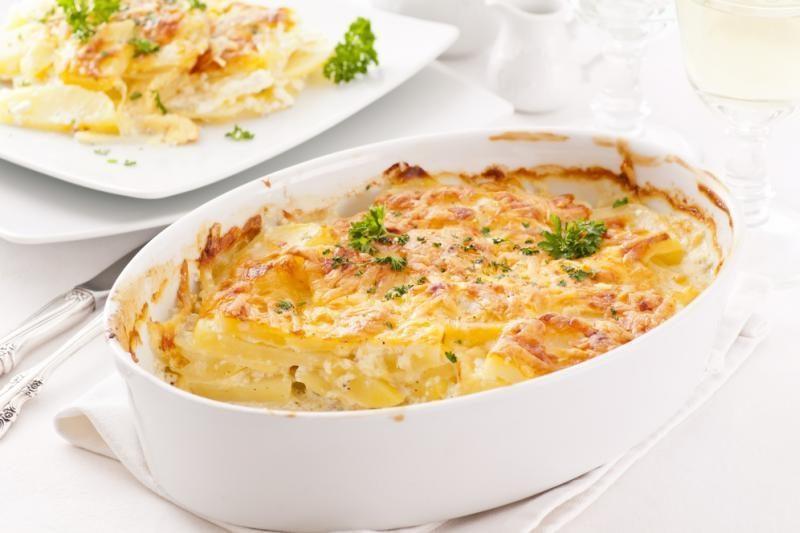 Prancūziška virtuvė: keptos bulvės su vynu ir pelėsiniu sūriu