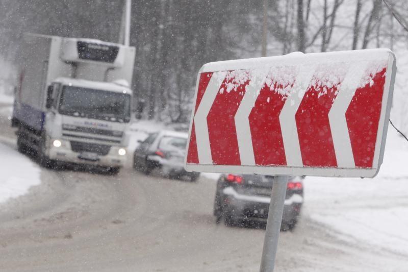 Dieną eismo sąlygas sunkins snygis ir pustymas, perspėja kelininkai