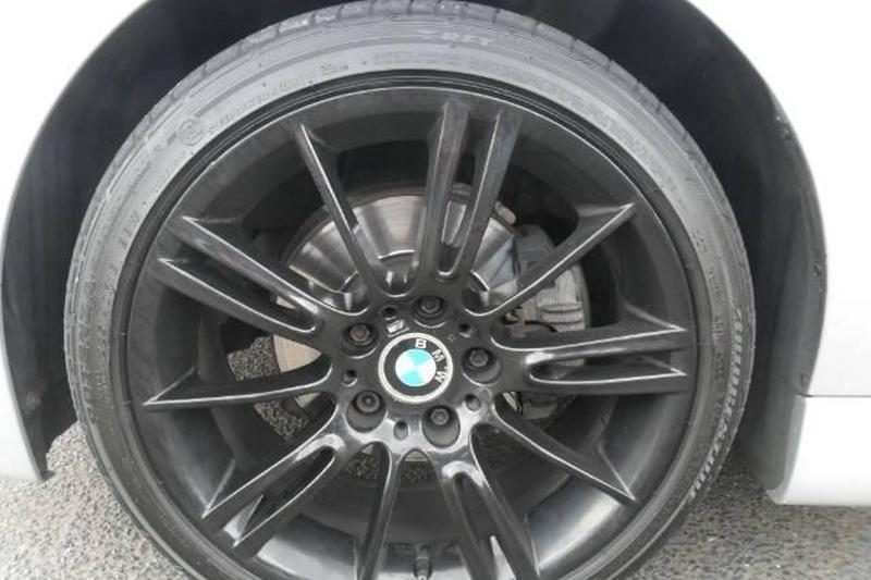 Apynaujį kliento BMW sudaužęs autoserviso meistras susiėmė už galvos