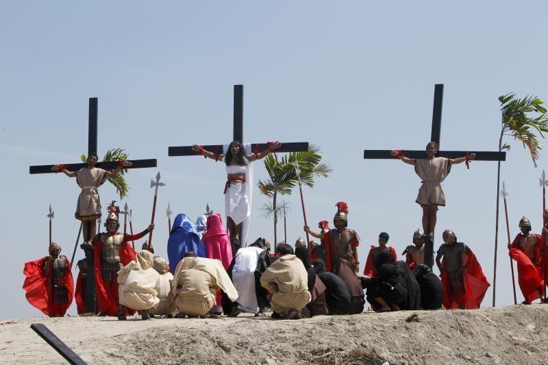 Filipinuose Didįjį penktadienį - kruvinos nukryžiavimo ceremonijos