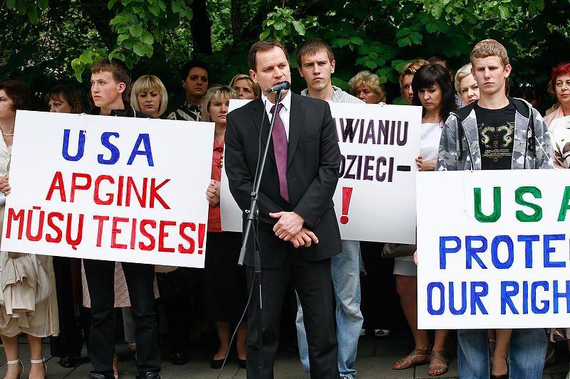 Lenkiškų mokyklų pirmokų tėvams - 1000 zlotų parama (papildyta)