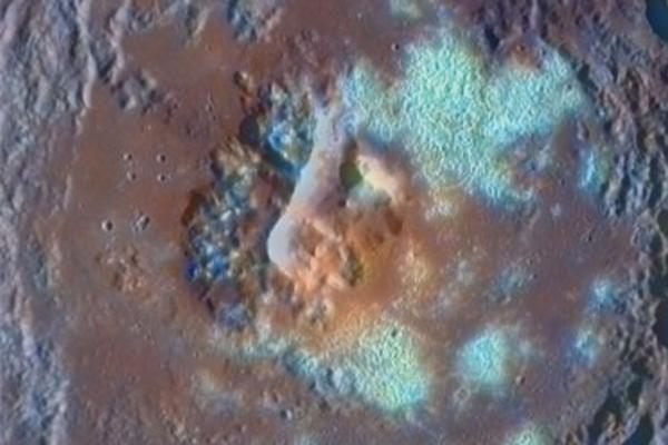 Merkurijuje – milijardai tonų sušalusio vandens (foto)