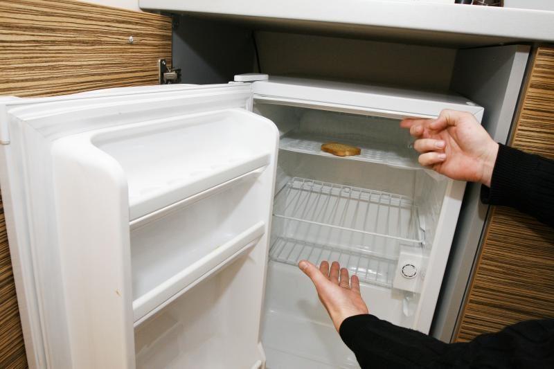 Trakų rajono gyventoja kontrabandinius rūkalus slėpė šaldytuve