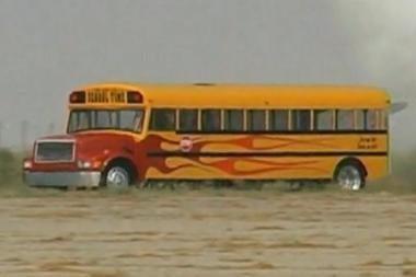 Amerikietiškas mokyklos autobusas – su reaktyviniu varikliu