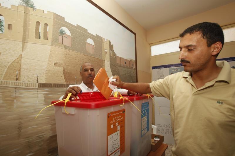Protestuojantys Libijos rinkėjai degino balsavimo biuletenius