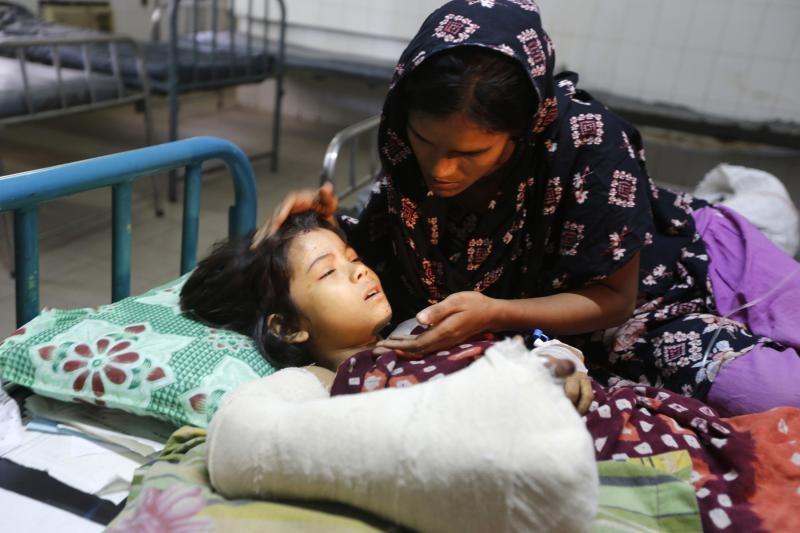 Bangladeše sugriuvus pastatui žuvo mažiausiai 82 žmonės