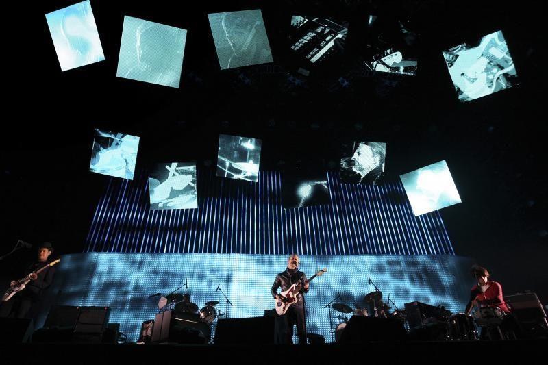 """Toronte prieš """"Radiohead"""" šou sugriuvus scenai žuvo žmogus"""