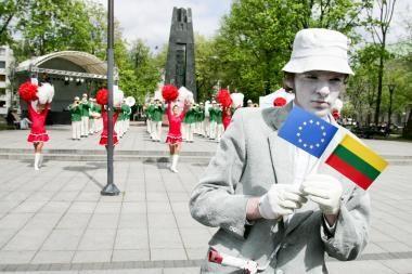 Lietuviai naryste ES patenkinti, bet jos reikalais domisi vangiai