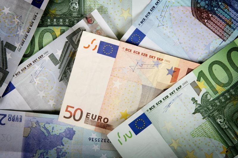 Lietuva gali likti vienintelė euro neįsivedusi Baltijos šalis