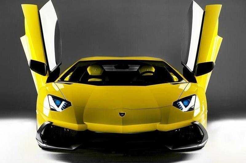 """Geltonas """"Lamborghini"""" - kompanijos jubiliejui"""