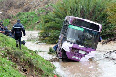 Maroke per liūtį ir potvynius žuvo apie 30 žmonių