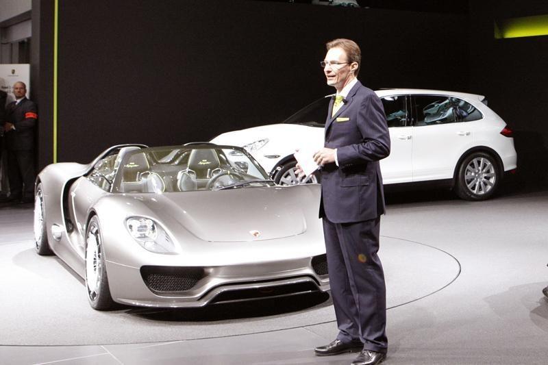 """Ekologinis """"Porsche 918 Spyder"""" užtaisas: 323 km/h ir vos 3 l/100 km"""