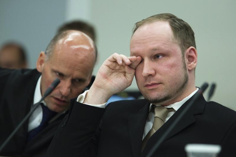 Breivikas po suėmimo policijos prašė duoti pleistrą