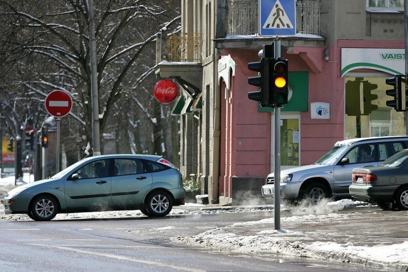 Vilniaus šviesoforai klaidino vairuotojus 1600 kartų
