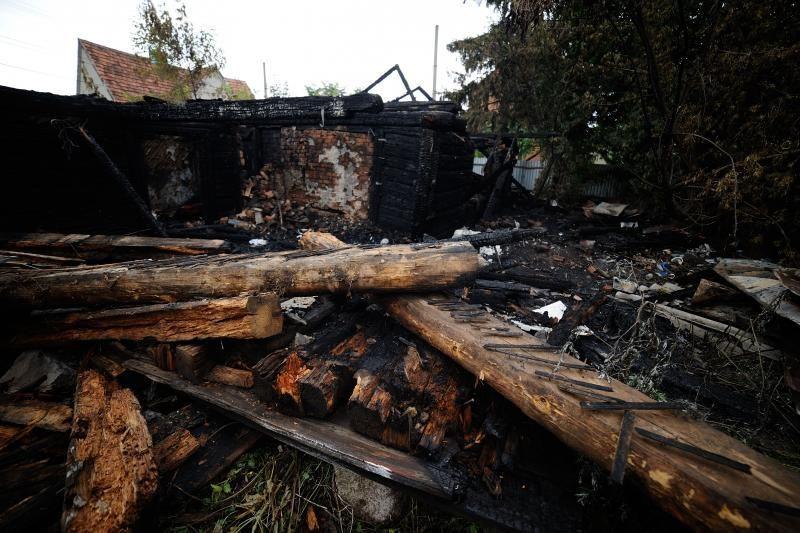 Panemunėje supleškėjo apleistas namas
