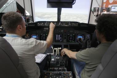 Miegamajame įsirengė skrydžių simuliatorių