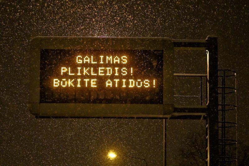 Kelininkai: eismo sąlygas naktį sunkins plikledis