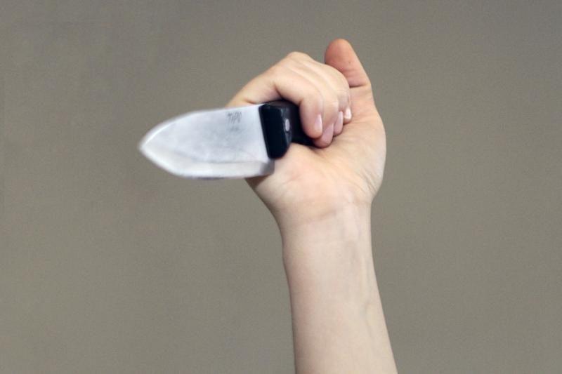 Vyrą peiliu sužalojusi klaipėdietė pakliuvo į areštinę