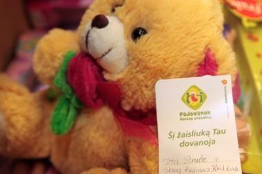 Vilniuje vaikams iš skurstančių šeimų dalijamos kalėdinės dovanos