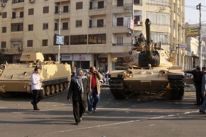 Egipto prezidentūrą saugo tankai ir šarvuočiai (foto) (papildyta)
