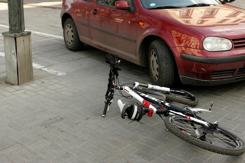 Po susidūrimo su automobiliu kretingiškė dviratininkė pateko į Klaipėdos ligoninę