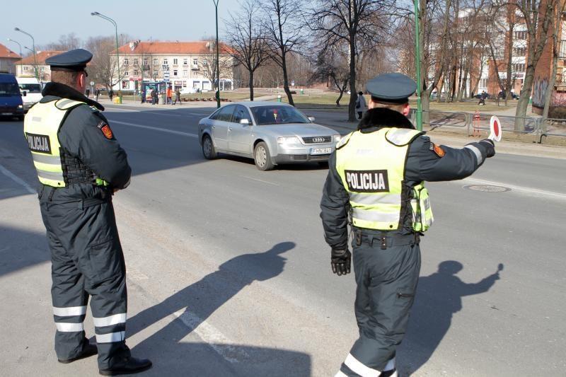Savaitgalį įkliuvo 120 neblaivių vairuotojų
