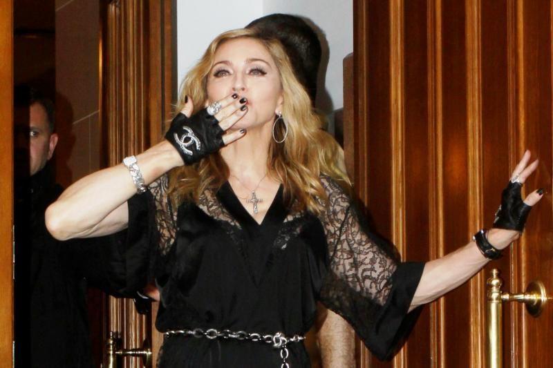 Madonna: meldžiuosi už jus, Maša, Katia ir Nadia