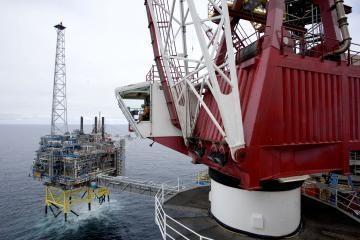 Naftos kaina po truputį leidžiasi