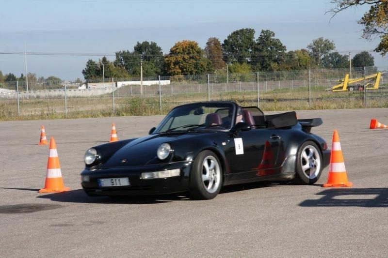 """Rekordinis skaičius """"Porsche"""" automobilių išbandys lenktynių trasą"""