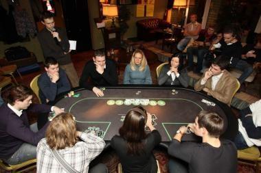 Pokeris pripažintas proto žaidimu