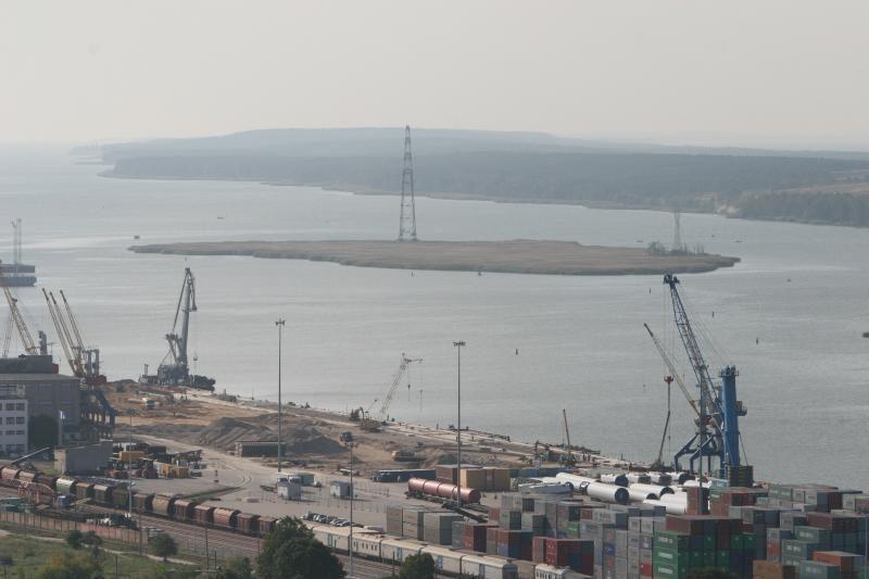 Klaipėdos uosto įmones baugina gamtinių dujų terminalas