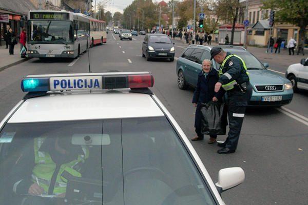 Sostinės policija stebi pėsčiųjų ir vadeliotojų elgesį Vilniaus rajone