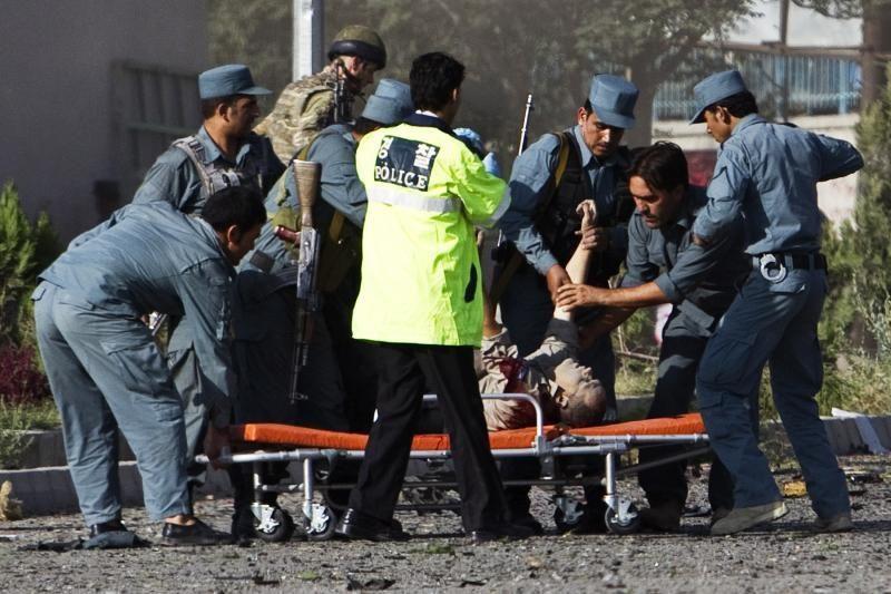 Afganistane autobusui susidūrus su benzinvežiu žuvo 51 žmogus