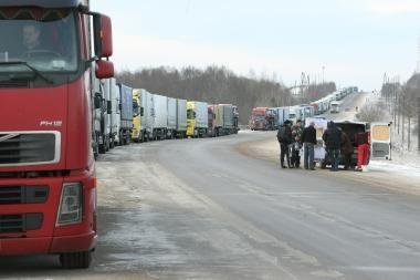 Šalyje ribojamas krovininių automobilių eismas