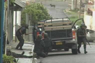 Jamaikos sostinėje dėl riaušių įvesta nepaprastoji padėtis
