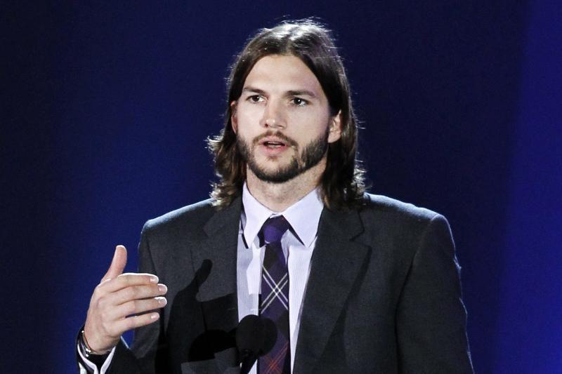 Ashtonas Kutcheris naujame biografiniame filme vaidins Steve'ą Jobsą