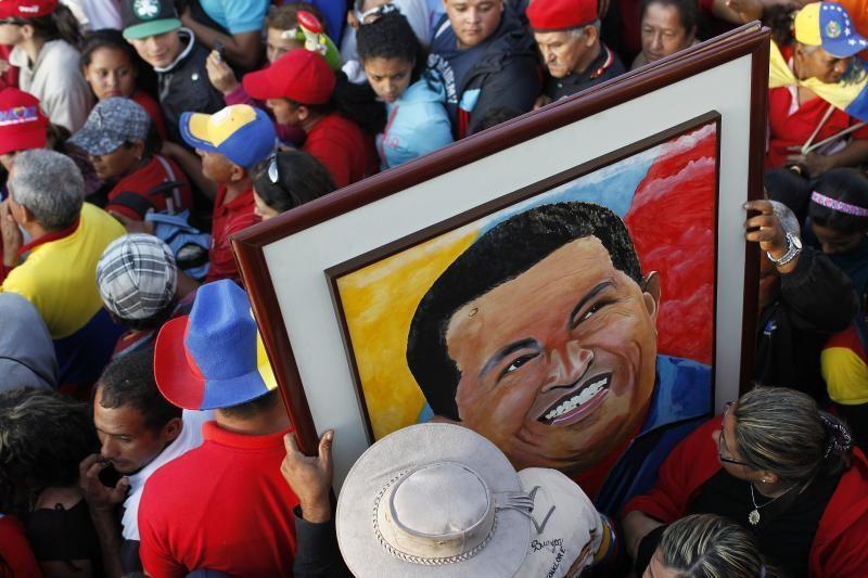 Venesuelos sostinėje iškilmingai atsisveikinama su H. Chavezu
