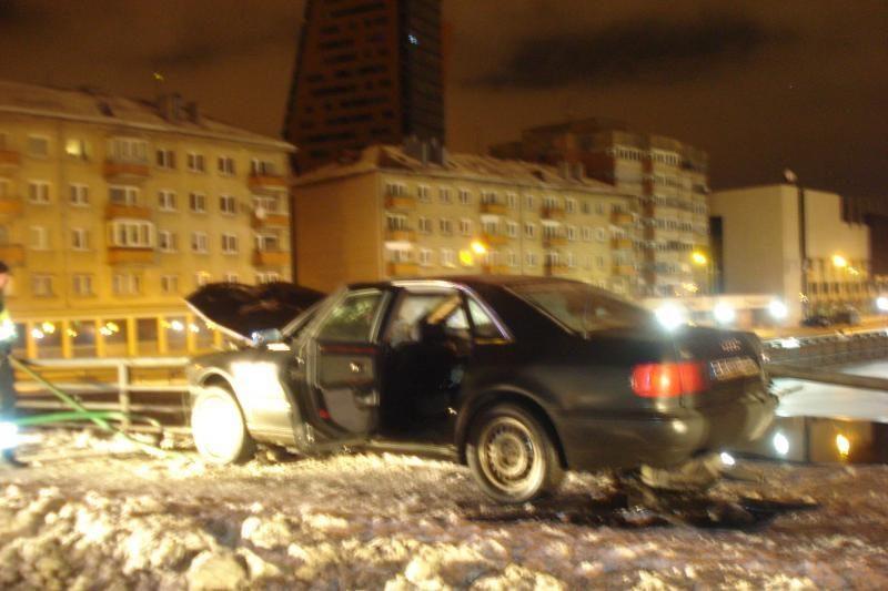 Nubaustas ant Pilies tilto avariją sukėlęs girtas vairuotojas