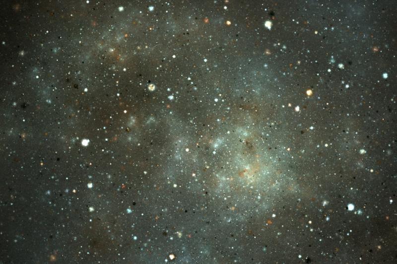 Astronomus suglumino dingęs žvaigždę supantis didžiulis dulkių žiedas