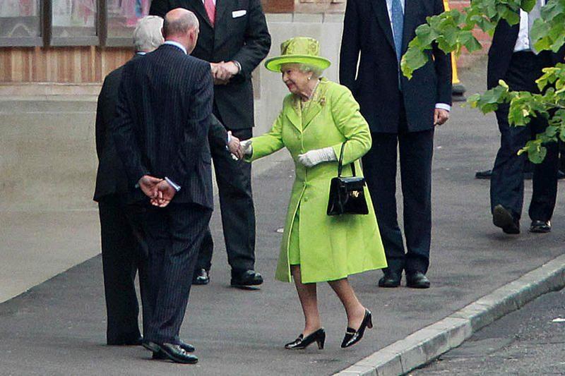 D.Britanijos karalienė paspaudė ranką buvusiam IRA vadui