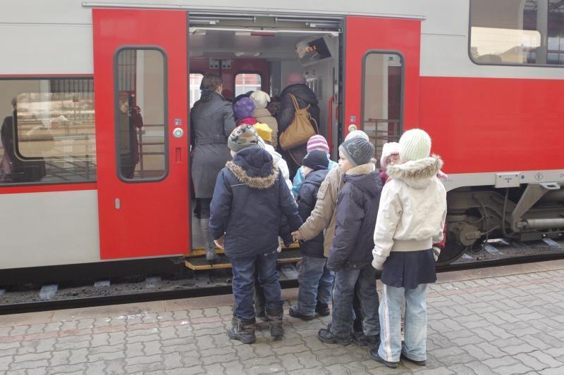 9-metis klasiokams parūpino nemokamą kelionę traukiniu (foto)
