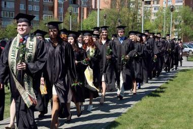 LCC tarptautiniame universitete – gausiausia iki šiol absolventų laida